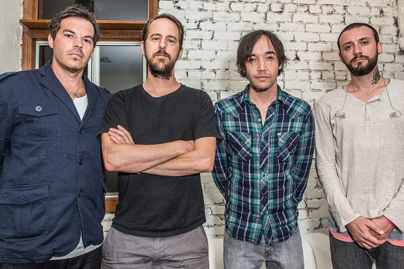 800px-Hoobastank's_lineup_in_2013,_From_left_to_right,_Dan_Estrin,_Chris_Heese,_Doug_Robb,_and_Jesse_Charland