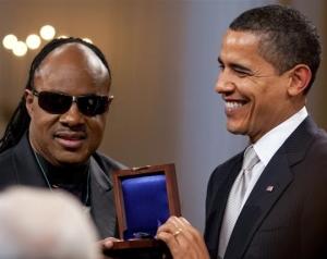 Barack_Obama_presents_Stevie_Wonder_with_Gershwin_Award_crop