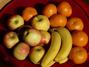 Fruit-49740_bananas_apples_tangerines_-_Hans_Braxmeier