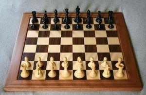 800px-Chess_board_opening_staunton